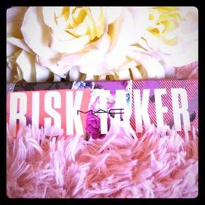 M.A.C Risktaker Eyeshadow palette